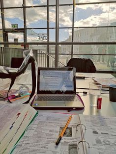 Study Tips - College study tips and motivation - College Motivation, Work Motivation, Studyblr, College Aesthetic, Study Corner, Study Pictures, Study Organization, School Study Tips, Study Space