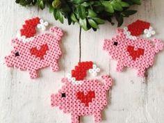 Christmas Pigs Perler Beads Hama Bügelperlen by dassommersprossenmaedchen by paige