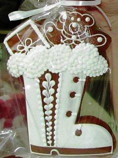 Jeden zvýtvorů perníkářky Ivany Borákové. Gingerbread Man, Gingerbread Cookies, Candy House, Xmas, Christmas, Cookie Decorating, Snow Globes, European Style, Cake