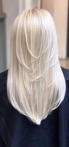 48 Beautiful Platinum Blonde Balayages for Summer 2019 Platinum Blonde Balayage Dyeing platinum blonde balayage as dynamic as trends on clothing. Each year stylists come up with something new. Of course . Platinum Blonde Highlights, Platinum Blonde Hair Color, Blonde Hair Shades, Honey Blonde Hair, Blonde Hair Looks, Balayage Hair Blonde, Hair Highlights, Platnium Blonde Hair, Blonde Long Hair