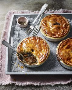 Slow-cooked venison, cooked with stout beer and redcurrant jelly, is spooned into pie dishes and topped with a puff pastry lid before baking. Venison Pie, Venison Recipes, Deer Recipes, Wild Game Recipes, Deer Meat, How To Cook Asparagus, Oh Deer, Cooking Recipes, Cooking Pasta