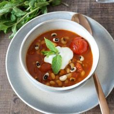 African black-eyed peas soup Cold weather calls for warming and nourishing soups. I love this soup because you only need a handful of fresh ingredients and you can create a quick and protein filled meal.