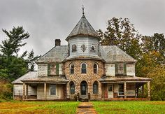 Abandoned older home in Western North Carolina.
