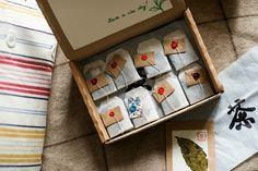 интересная идея, если писать в каждом из этих маленькие конвертиков какое-нибудь пожелание тому, кто будет этот чай пить.