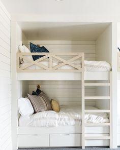 Kids bedroom with built-in bunk beds with shiplap walls - Bedroom Design Ideas Bunk Bed Rooms, Bunk Beds Built In, Modern Bunk Beds, Cool Bunk Beds, Bunk Beds With Stairs, Kids Bunk Beds, Bedroom Loft, Build In Bunk Beds, Built In Beds For Kids