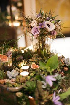 Stunning wedding flowers by Zita Elze at the Aashni + Co Wedding Show | Flowerona
