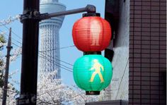 Traffic lights in Edo, Japan Japanese Paper Lanterns, Chinese Lanterns, Neo Tokyo, Turning Japanese, Traffic Light, Japanese Design, Japanese Style, Japanese Culture, Japan Travel