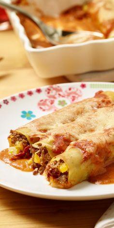 Leckere Nudeltunnel mit einer herzhaften Füllung aus Hackfleisch und getrockneten Tomaten bringen alle an den Tisch.