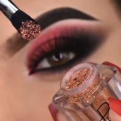 Smoke Eye Makeup, Shimmer Eye Makeup, Bridal Eye Makeup, Eye Makeup Steps, Eye Makeup Art, Contour Makeup, Eyeshadow Makeup, Creative Eye Makeup, Colorful Eye Makeup