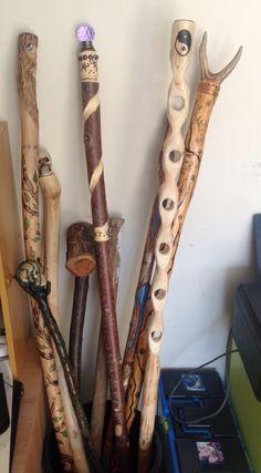Intarsia Woodworking Scroll Saw .Intarsia Woodworking Scroll Saw Hand Carved Walking Sticks, Wooden Walking Sticks, Walking Sticks And Canes, Awesome Woodworking Ideas, Easy Woodworking Projects, Wood Projects, Woodworking Articles, Woodworking Beginner, Intarsia Woodworking