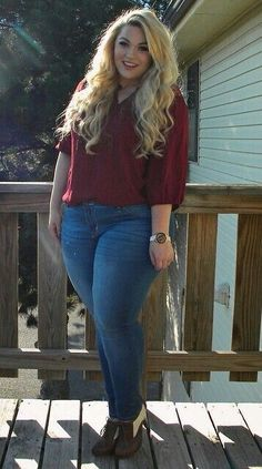 Loey Lane. Loving this stylish fall outfit! #chic Curvy Plus Size, Plus Size Model, Plus Size Girls, Le Jolie, Plus Size Outfits, Curvy Outfits, Chubby Girl Fashion, Youtube Sensation, Brown Jeans