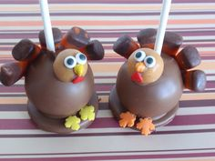 Turkey Cake Pops for Thanksgiving Thanksgiving Cake Pops, Thanksgiving Turkey, Christmas Cake Pops, Happy Thanksgiving, Thanksgiving Recipes, Cheap Clean Eating, Clean Eating Snacks, Holiday Treats, Holiday Recipes
