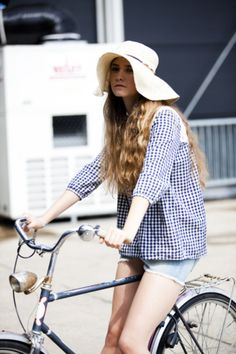 Berlin bike style, as captured by Glamcanyon Cycle Chic, Bike Style, Style Me, Bicycle Girl, Vogue, Trends, Spring Summer Fashion, Style Summer, Celebrity Style