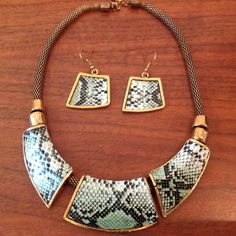 UnikLook Jewelry - Call the wild green snake print Necklace Earrings set, $23.00 (http://www.uniklook.com/call-the-wild-green-snake-print-necklace-earrings-set/)