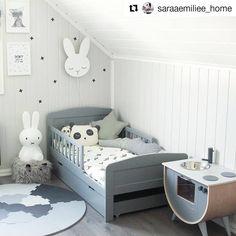 Ihana pupu-valaisin on päässyt paraatipaikalle sängyn päätyyn ❤️ Puuttuuko teidän mielestänne muuten Siluettiverstaan tuotevalikoimista jotain? Sana on vapaa ☺️ Thank you lovely @saraaemiliee_home  so beautiful  #siluettiverstas #lastenhuone #valaisin #pupu #pupuvalaisin #kidsroom #nordickidsliving #scandikids #sisustus #sisustusidea #tehtysuomessa #finnishdesign #designfromfinland #käsityö #sisustusinspiraatio #instakodit