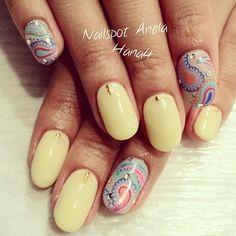 さっそくMOREのデザインをハンドバージョンで!ネオンカラーのペイズリーがキュート♡ #nail #nails #nailart...