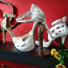 Ρομαντικά χειροποίητα Νυφικά παπούτσια με γκλιτερ Bridal Shoes, Romantic, Heels, Handmade, Fashion, Bride Shoes Flats, Heel, Moda, Bride Shoes
