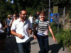 Xavier Alonso avec Simonetta Sommaruga, ministre de Justice et Police, en promenade lors de sa désormais traditionnelle excursion-discussion de la mi-août (2013) Photo: Keystone