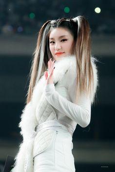 Photo album containing 7 pictures of Yeji South Korean Girls, Korean Girl Groups, Fandom, Cute Asian Girls, Kpop Outfits, New Girl, Girl Crushes, Kpop Girls, Cool Girl