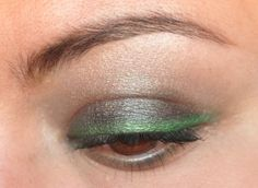 12 green makeup ideas for St. Patrick's Day.