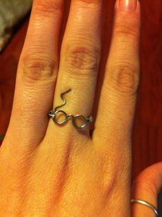 Harry Potter Wire ring, Harry Potter glasses, Glasses and Scar ring. $10.00, via Etsy. I feel like I need this.