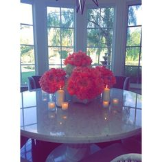 'Vibes': Khloe also uploaded a picturesque snap showing a table adorned with flowers and candles Casa Kylie Jenner, Home Interior, Interior Decorating, Interior Design, Interior Ideas, Decorating Ideas, Design Your Own Home, Mediterranean House Plans, Hosting Thanksgiving