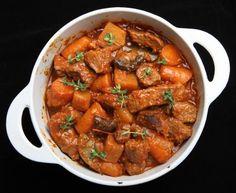 boeuf, oignon, carotte, concentré de tomate, laurier, thym, cidre, Poivre, Sel, Huile d'olive