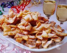 IGAZI CSOROGE,,,,,,,,,,,,,,,,ILajos Mari konyhája - Csörögefánk Hungarian Desserts, Hungarian Cake, Hungarian Recipes, Hungarian Food, Edible Flowers, Winter Food, Macaroni And Cheese, Waffles, Dessert Recipes