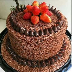Cho co laaaaaa teeeeee. and morangos Chocolate Chip Cookies Desserts Covered Cookie Desserts, No Bake Desserts, Chocolate Chip Cookies, Chocolate Cake, Naked Cakes, Chocolate Heaven, Food Platters, Birthday Cake Toppers, Chocolate Recipes