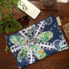 Freehand floral appliqué clutch in fresh greens & navy fabrics from @artgalleryfabrics with just a touch a sparkle #clutch #clutchpurse #etsyseller #artisan #quiltart #unique #original #freehandquilting #applique #flower #patchwork #patchworkclutch #artclutch #standoutfromthecrowd #festival #love #jackyayresdesigns #barijfabric #avantgardefabrics #sharonhollandfabrics #artgalleryfabrics