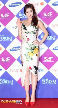 The 16 Worst-dressed Korean stars from the 2014 award season Cute Asian Girls, Beautiful Asian Girls, Kang Sora, Korean Dress, Korean Star, Fancy Party, Chinese Actress, Korean Actresses, Korea Fashion