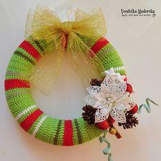 Háčkovaný vánoční věnec - design Vendula Maderská
