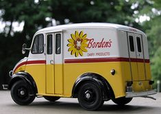 Milkmen. Battle of the milk trucks.  Borden's was our brand.  It wasn't at all uncommon to see these delivering Borden's or Twin Pines' or Sealtest or Brown's Creamery products--around our neighborhood in Royal Oak, Michigan.  Usually I'd be at school.  But during summer vacation I'd often see our milkman, Jerry, come bounding out of his truck carrying a rackful of glass quart bottles of un-homogenized milk (with the thick cream floating up at the top).