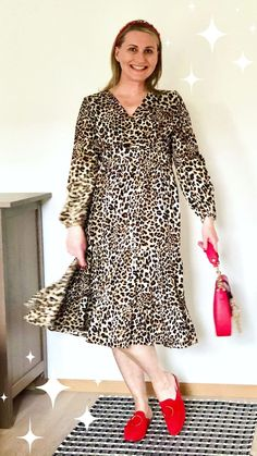 Learn new ways to wear animal prints with your favorite virtual personal stylist = Yes, that's me! Look your best in fabulous jungle inspired outfits. You can consider animal print neutrals or a walk on the wild side. They can look cute, sexy, cool or classic depending on how you style them. The possibilities are endless and I want to show you the ways I like to style my leopard, zebra, tiger and snake prints. Personal Stylist, Fashion Stylist, Fashion Advice, Style Me, Stylists, Inspired Outfits, Animal Prints, Styling Tips, Sexy