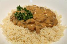 A gombapaprikás klasszikus, hús nélküli paprikás ételünk. Van azonban egyetlen titok, amitől a gombapaprikás sűrű, szószos lesz, mint egy igazi paprikás! Hungarian Mushroom Soup, Mushroom Stew, Hungarian Cuisine, Hungarian Recipes, Hungarian Food, Mushroom Side Dishes, Vegetable Side Dishes, New Recipes, Vegetarian Recipes