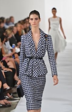 I want a job where I would not look out of place in this Oscar De La Renta Spring 2014 suit. I don't know what that job would be, considering New York is way more casual than I thought it would be, but I need to find that job. Office Fashion, Fashion Week, Runway Fashion, High Fashion, Womens Fashion, Fashion Tips, Paris Chic, Business Outfit, Business Fashion
