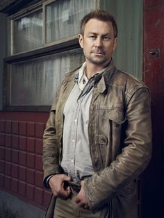 Pictures & Photos of Grant Bowler - IMDb