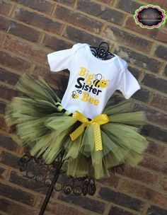 Cute for bee themed gender reveal party for big sister! If I ever had another baby. this is a must purchase! Bee Gender Reveal, Gender Reveal Shirts, Gender Party, Baby Gender, Kylie, Bee Theme, Baby Shower Parties, Baby Showers, Reveal Parties
