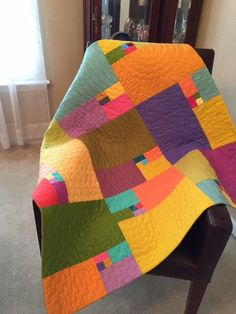 This quilt is made of blocks based on the Golden Ratio that is… Scrappy Quilts, Easy Quilts, Mini Quilts, Owl Quilts, Scrap Quilt Patterns, Modern Quilt Patterns, Quilt Modern, Rainbow Quilt, Colorful Quilts