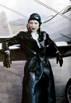 Cate Blanchett photographed by Annie Leibovitz for Vogue, December 2004.