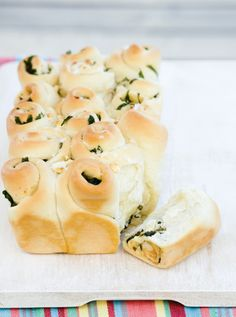 Spinach and feta cheese pull-apart bread (click on the photo to get the recipe)