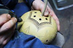 ひょうたんランプの彫り Dremel Tool Accessories, Gourd Lamp, Heart Diy, Egg Art, People Art, Pyrography, Sculpting, Craft Projects, Gourd Crafts