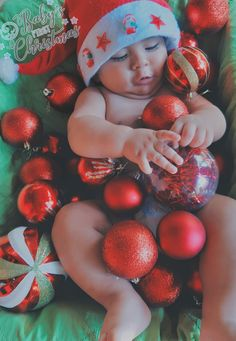 Monthly Baby Photos, Newborn Baby Photos, Newborn Pictures, Baby Girl Newborn, Baby Christmas Photos, Christmas Baby, Baby Ballon, Photo Rose, Baby Girl Pictures