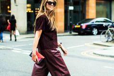 Το πιο chic στιλ στα δερμάτινα παντελόνια είναι αυτό Ξεχάστε τα skinny leather pants, η πιο hot επιλογή είναι άλλη!