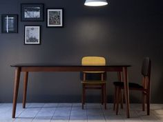 TEMA Table laquée by Kann Design design José Pascal
