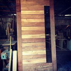 Trabajando una puerta principal de madera de tzalam. #enproceso #grupotricasa #tumejoropcion #excelenciaencarpinteria
