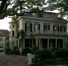 mansions in new orleans | mansion on St. Charles Streetcar line in New Orleans