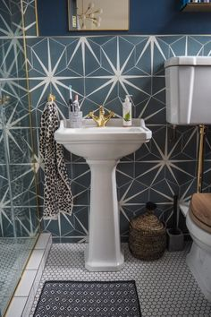 Every bathroom remodel begins with a design concept. From complete master bathroom renovations, smaller guest bathroom remodels, and also bathroom remodels of all dimensions. Diy Bathroom, Small Bathroom, Bathroom Flooring, Diy Remodel, Bathrooms Remodel, Remodel, Bathroom Makeover, Tile Bathroom, Small Remodel