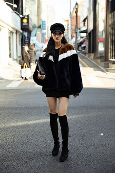 You are in the right place about black Womens Street Style Here we offer you the most beautiful pictures about the Womens Street Style sporty you are looking for. When you examine the part of the pict Korean Fashion Trends, Korean Street Fashion, Asian Fashion, Asian Street Style, Street Style Women, Kpop Fashion Outfits, Denim Fashion, Oriental Fashion, Poses
