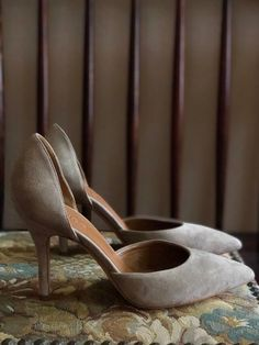 These pumps are in pristine condition and appear to have been worn at most once, as seen by the cleanness of the sole bottom. Made in Italy by Celeste d'Orsay in genuine suede and leather. US size Light Beige, Pointed Toe Pumps, Cute Woman, Italy, Heels, Leather, Collection, Vintage, Heel